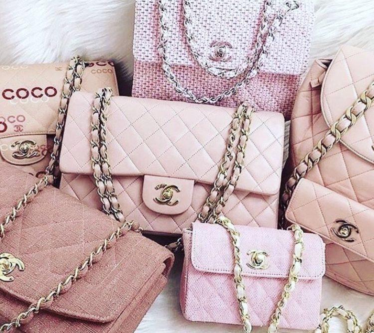 Bolsas, sapatos e acessórios da marca Chanel