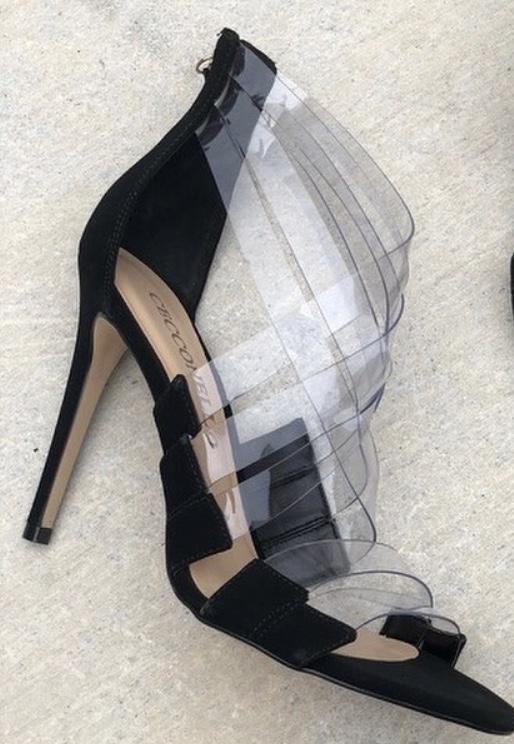 Sapatos com detalhes em vinil